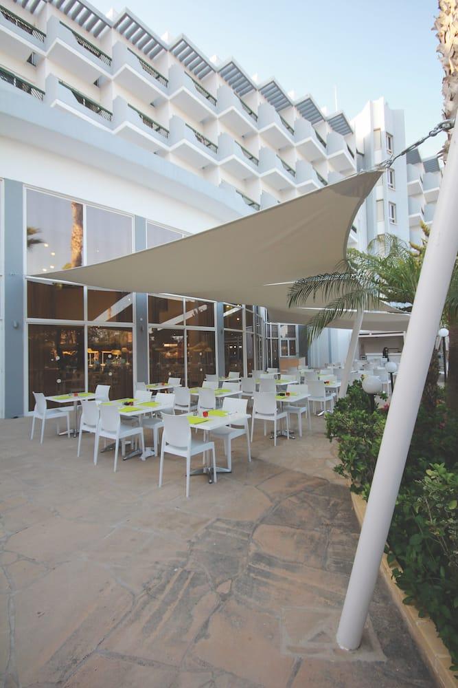 exterior restaurant pool bar hotel architecture