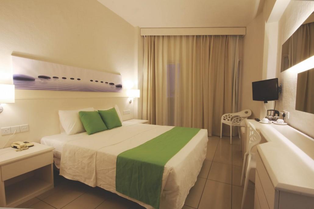 hotel bedroom relaxing calming atmosphere