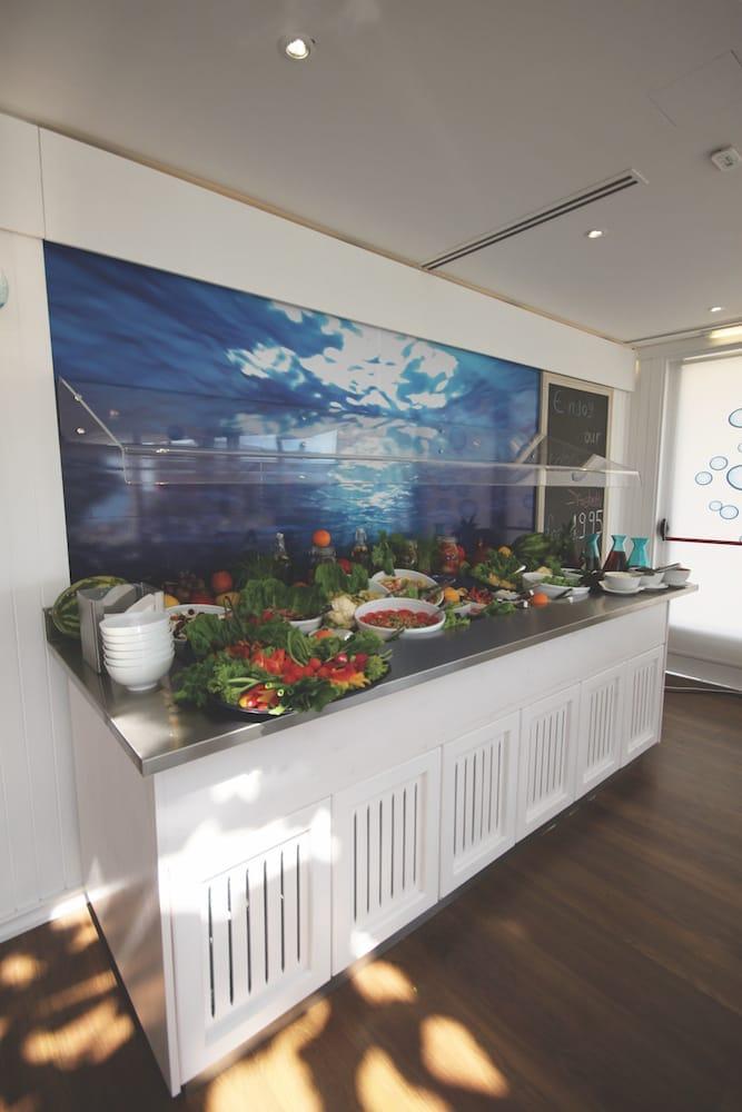 salad bar corner