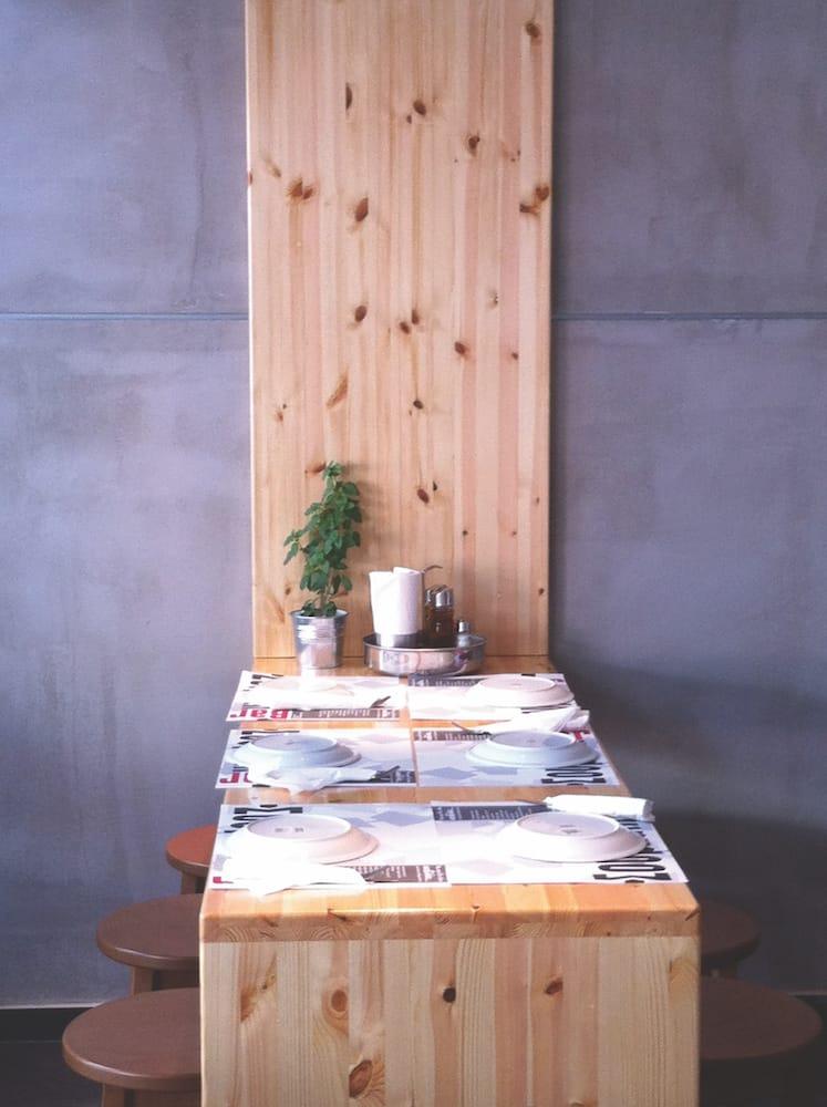 design furniture detail pinewood concrete contrast