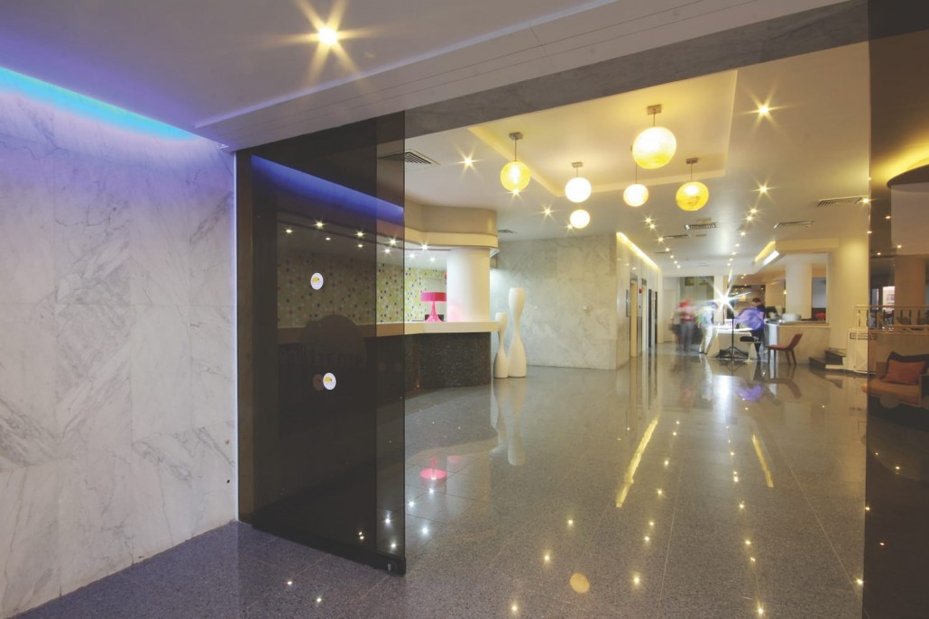 entrance reception lobby smartline hotel