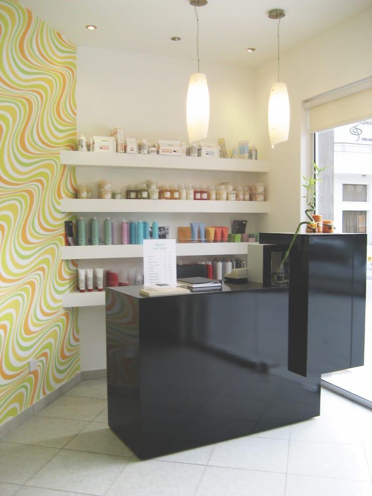 interior entrance product shelf hairlike pattern wallpaper