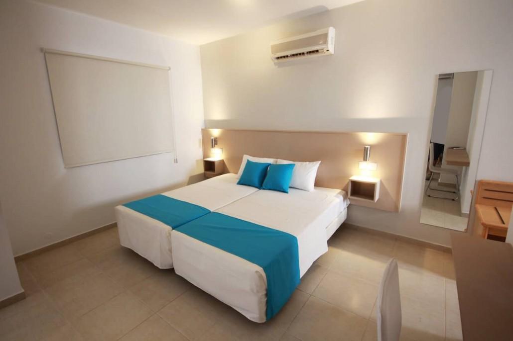 hotel-bedroomd-calmness-restful