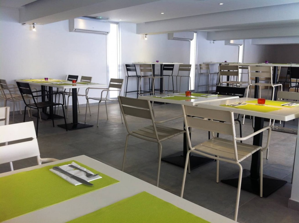 restaurant- bar-hotel-interior