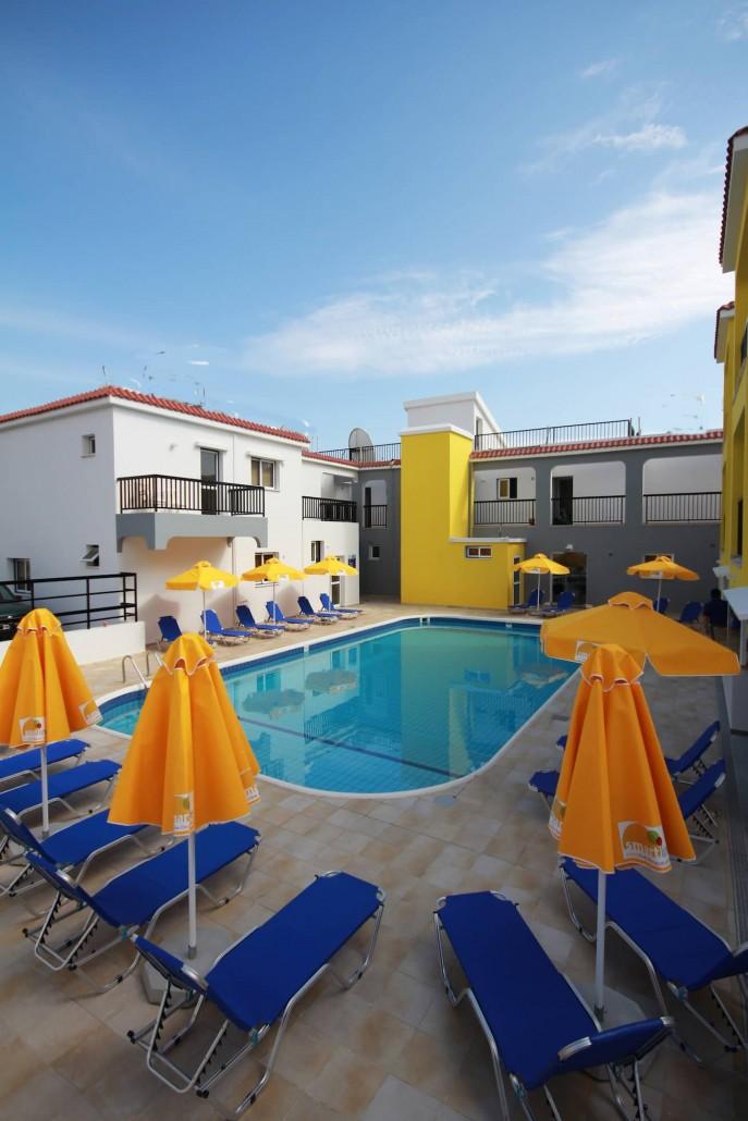 swimming-pool-area-sunny-hotel