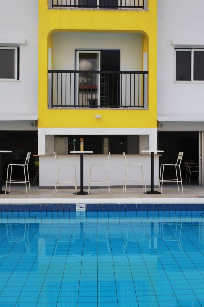 swimming-pool-bar