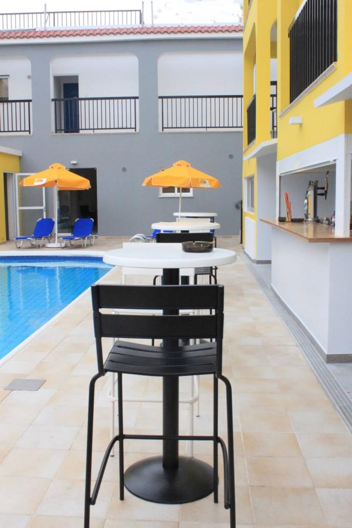 swimming-pool-bar-area