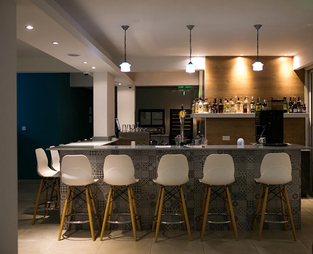 bar-lobby-hotel-nightime