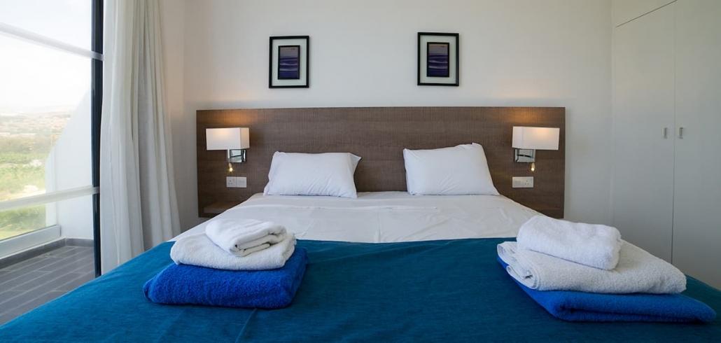 hotel-bedroom-calmness-restful