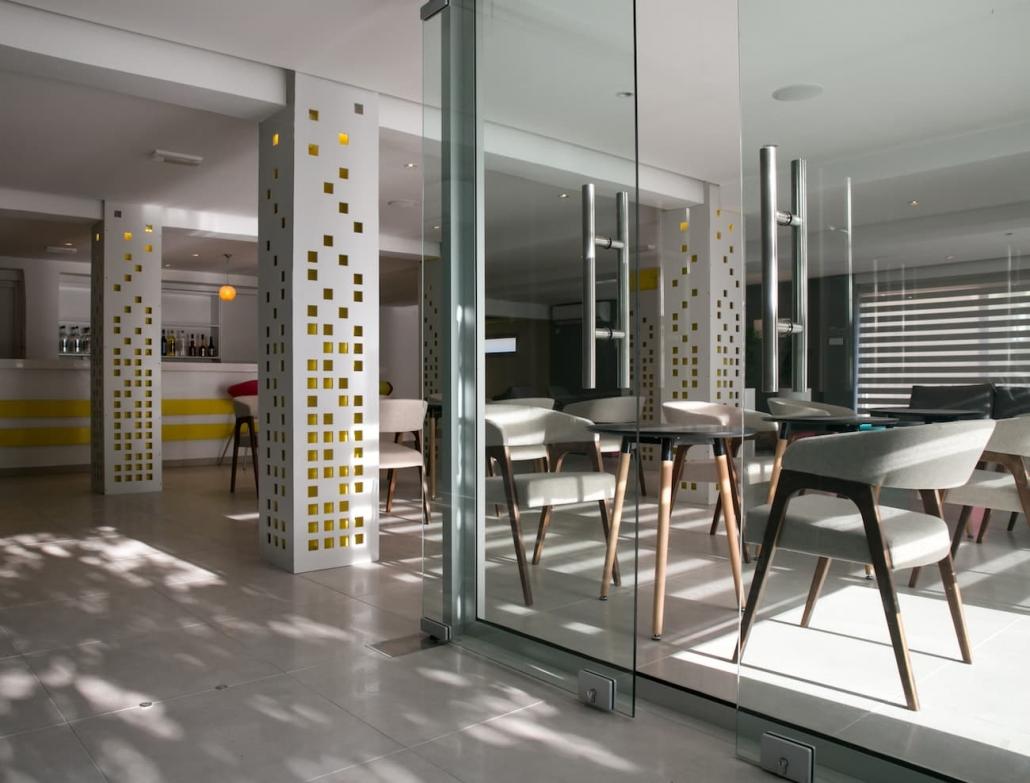 lobby-hotel-interior-daytime