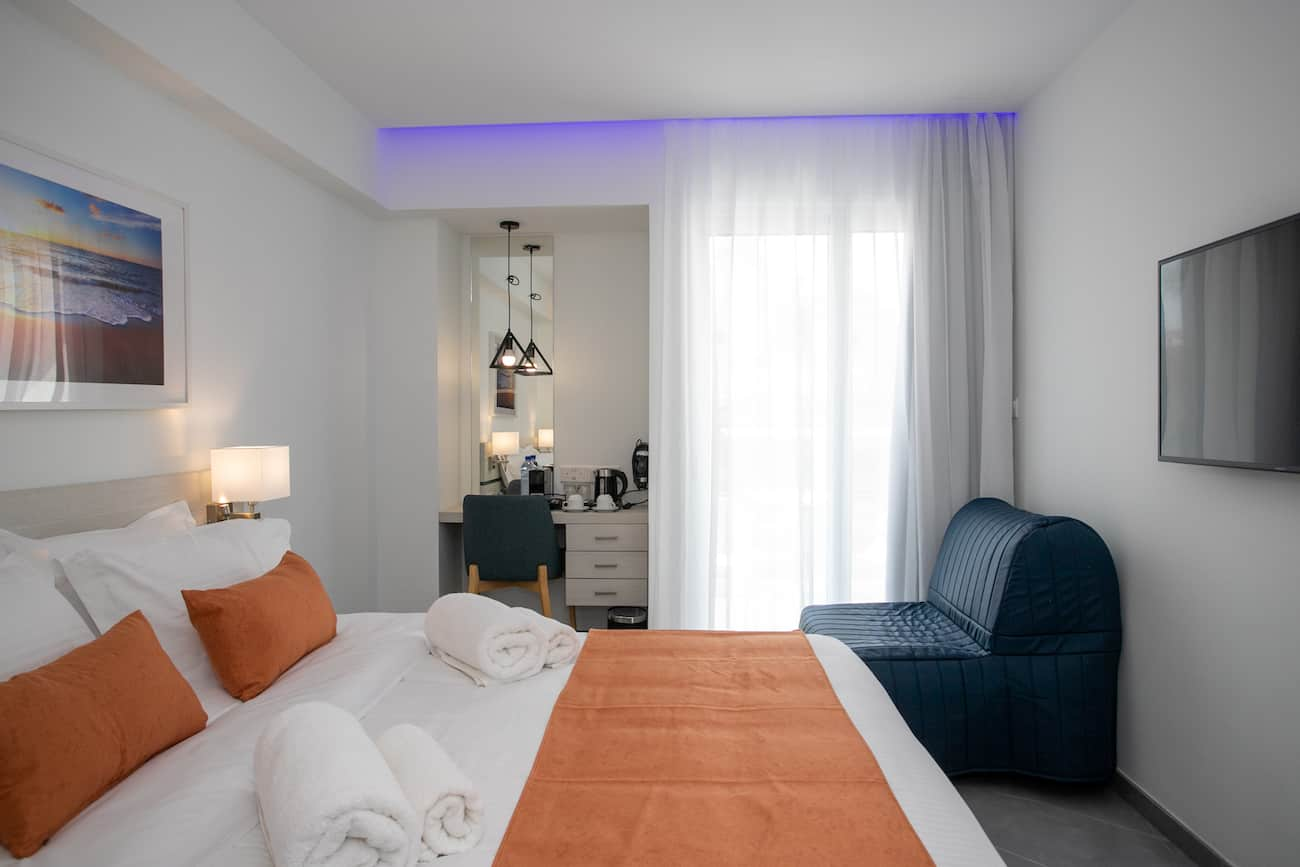 Hotel room -renovation - sea and sun